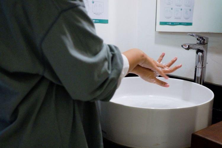 Wastafel untuk para penghuni Rukita mencuci tangan secara rutin