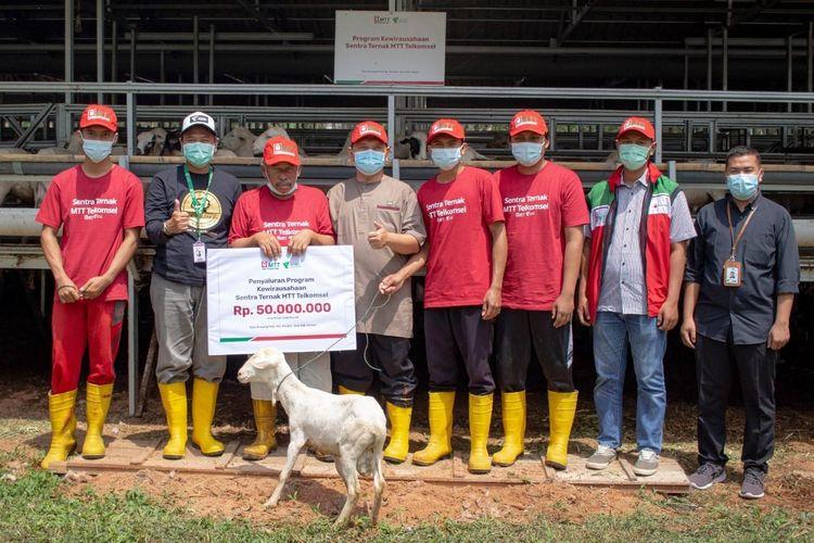 Gandeng Dompet Dhuafa, MTT Telkomsel gulirkan bantuan program kewirausahaan untuk mendukung penguatan program sentra ternak DD Farm Riau, Selasa (7/9/2021).