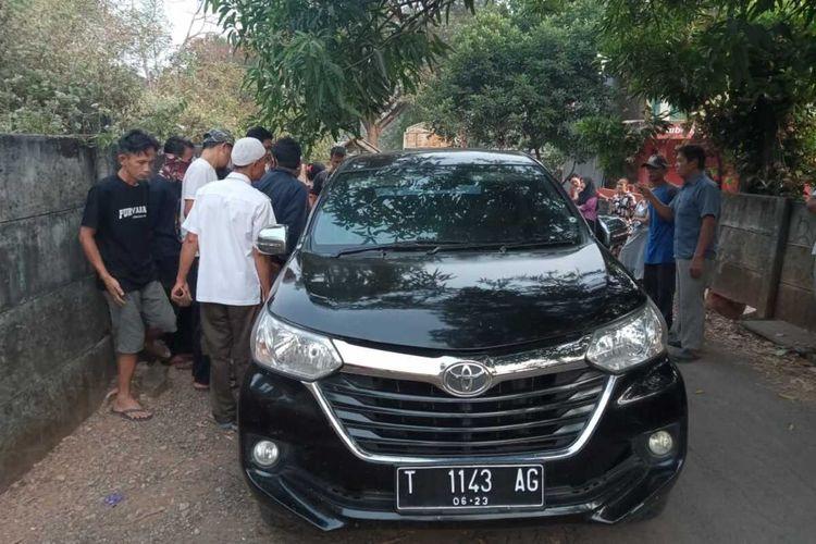 Sesosok mayat ditemukan mobil di dekat Jalan Tol Sadang,  tepatnya di bawah jembatan di Jalan Cikopak, Kecamatan Babakancikao, Kabupaten Purwakarta, Kamis (6/8/2020).