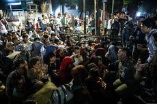 Pilih Bertahan di Trotoar Kebon Sirih, Pencari Suaka Menangis Saat Akan Dipindah