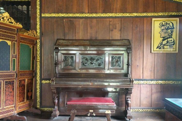 Interior Rumah Limas yang terletak di pekarangan belakang Museum Balaputera Dewa, Palembang, Sumatera Selatan.