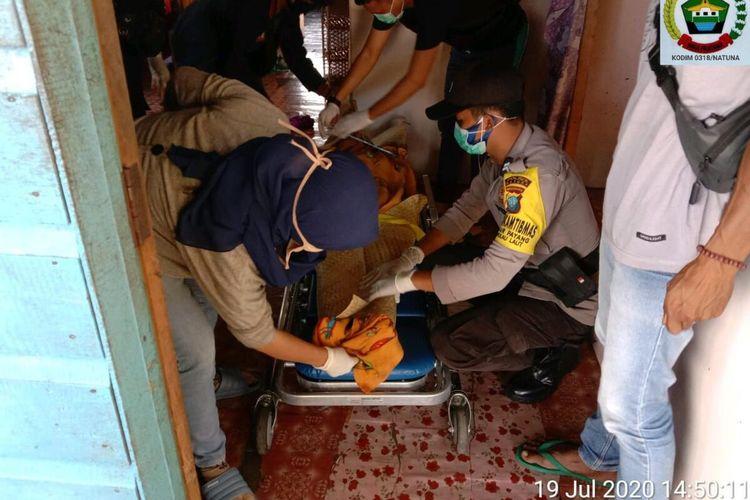 Anisantia (28), warga Desa Tanjung pala Pulau Laut Kabupaten Natuna, Kepulauan Riau (Kepri) akhirnya menghembuskan nafas terakhirnya, Sabtu (17/7/2020) kemarin. Hal ini setelah korban dianiaya oleh kakak kandungnya sendiri, Adi Dola (32) menggunakan balok kayu hingga kepala bagian bagian depanya pecah.
