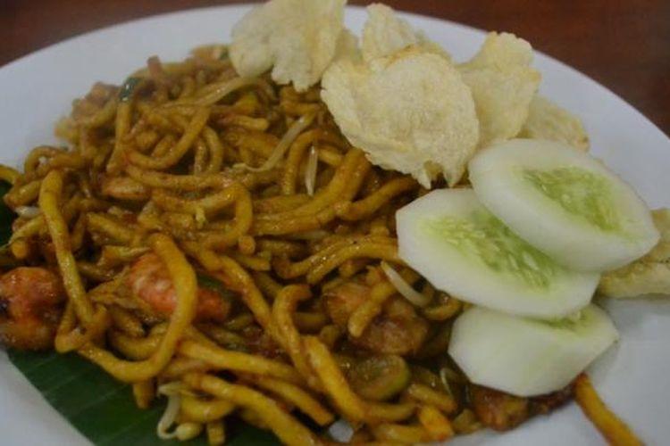 Mi goreng dengan tambahan udang di RM Meutia, Bendungan Hilir, Jakarta Pusat