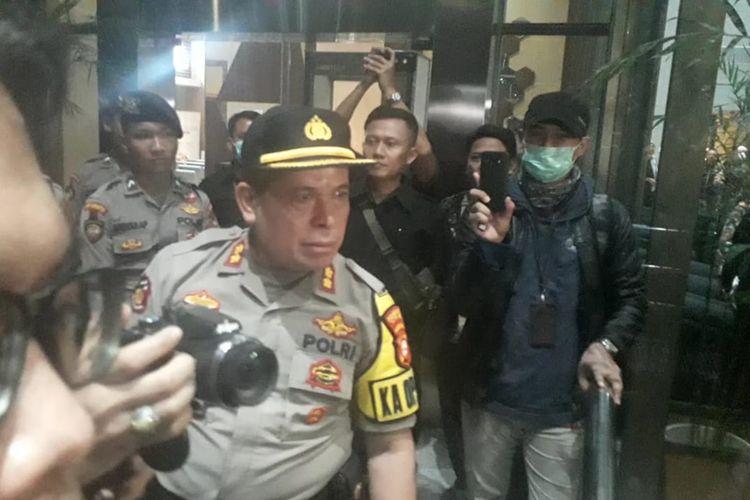 Kapolsek Setiabudi, Ajun Komisaris Besar Tumpak Simangunsong sempat berdebat dengan peserta masa aksi di gedung KPK, Kuningan, Jakarta Selatan, Selasa (19/7/2019)