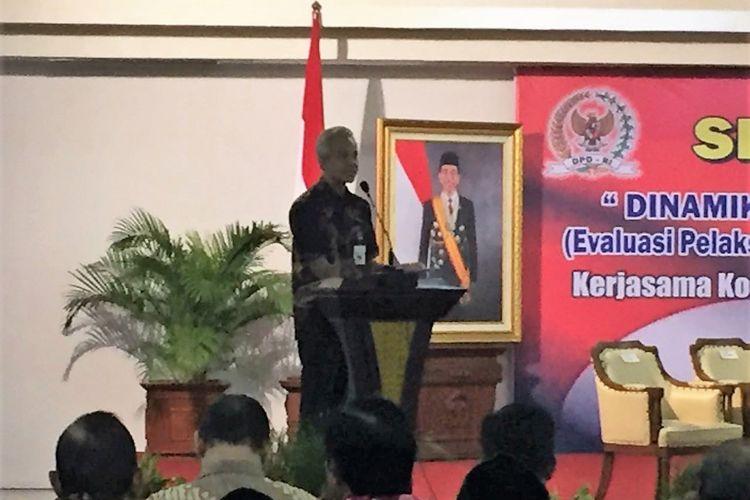 Gubernur Jawa Tengah Ganjar Pranowo menegaskan Pemerintah Jawa Tengah berupaya menekan potensi penyimpangan dana desa, Selasa (3/10/2017) di Balai Kota Semarang.