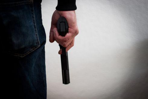 Tak Terima Diminta Cerai, Suami Tembak Istri di Rumah Mertua