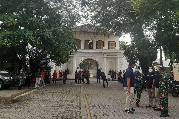 Suasana lokasi pendirian Rumah Sakit Lapangan (Rumkitlap) untuk menangani pasien Covid-19 di Komplesk Benteng Vastenburg Solo, Jawa Tengah, Jumat (22/1/2021).
