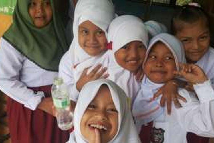 Anak-anak siswa SD.