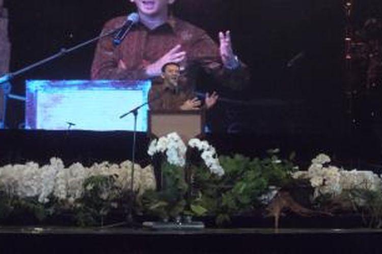 Gubernur DKI Jakarta Basuki Tjahaja Purnama saat menghadiri acara Puncak Perayaan Syukur Arah Dasar 2011-2015 Keuskupan Agung Jakarta, di JIExpo Kemayoran, Jakarta, Sabtu (7/11/2015)