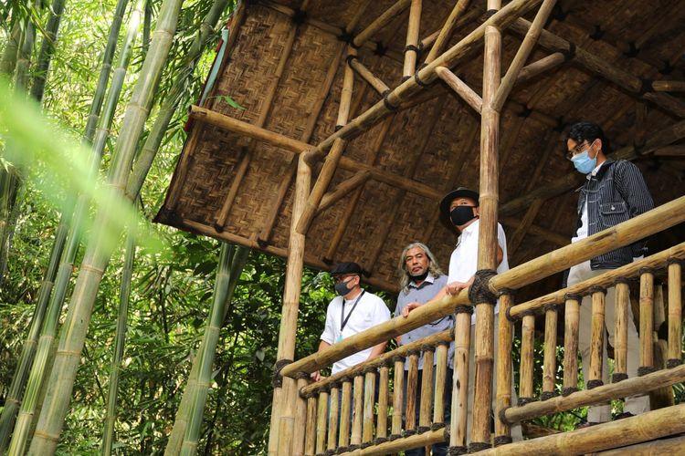 Menkop UKM bersama inisiator Rungkun Awi, Idang Rasjidi