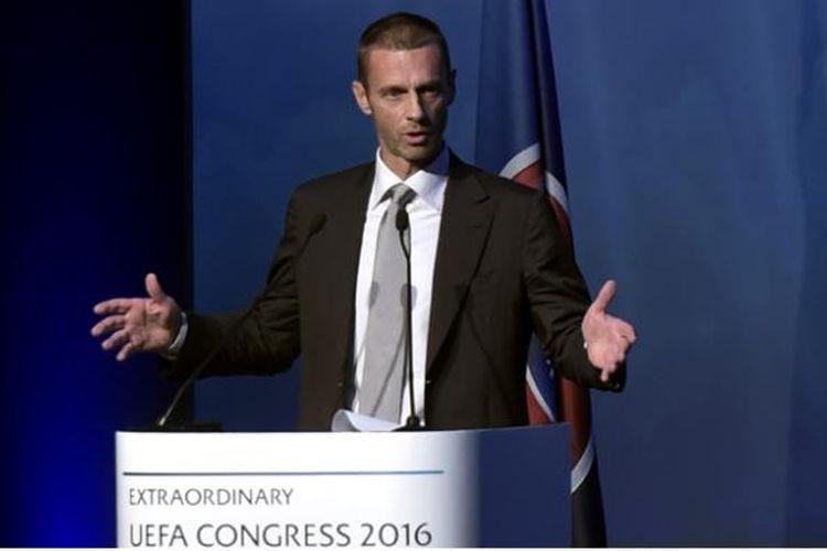 Presiden baru UEFA, Aleksander Ceferin, berpidato setelah terpilih memimpin badan tertinggi sepak bola Eropa tersebut dalam Kongres Luar Biasa Ke-12 UEFA di Lagonissi, Athena Selatan, Rabu (14/9/2016). Pria asal Slovenia ini menggantikan Michel Platini yang sedang menjalani hukuman akibat kasus hukum.