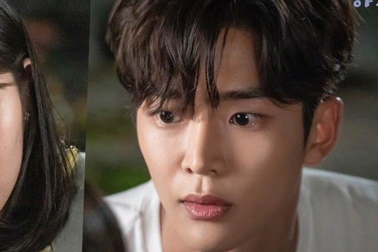 Kim Hye Yoon (kiri) dan Rowoon SF9 dalam drama Korea Extraordinary You.