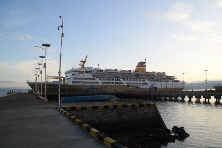 Sekitar 11 kapal Pelni dihentikan sementara pelayaran dengan rute pelabuhan murhum Kota Baubau, Sulawesi Tenggara. Tindakan ini dilakukan setelah puluhan anak buah kapal (ABK) Pelni di Kapal Motor (KM) Kelud dan KM Lambelu terpapar virus corona.