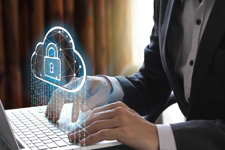 Illustrasi orang yang menggunakan keamanan siber (Dok. Shutterstock)
