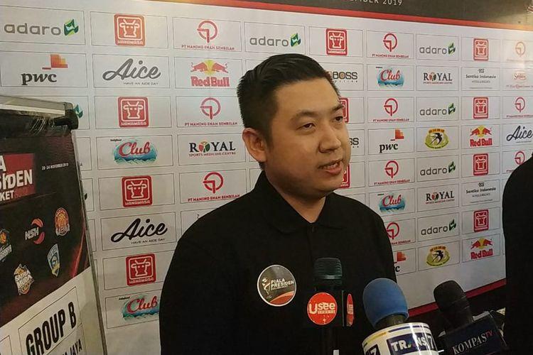 Organizing Committee (OC) Piala Presiden Bola Basket, Cahyadi Wanda, saat diwawancara awak media usai konferensi pers di kawasan Dharmawangsa, Jakarta, Senin (18/11/2019).