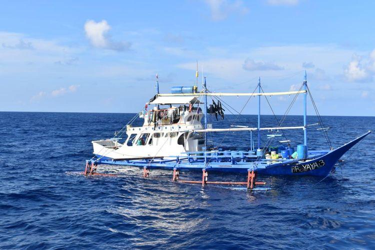 Penangkapan 2 kapal asing pencuri ikan asal Malaysia dan Filipina oleh Kementerian Kelautan dan Perikanan (KKP)