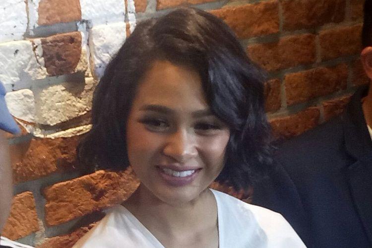 Andien Aisyah saat diwawancarai usai jumpa pers LAFFestival di CGV Blitz, Grand Indonesia, Jakarta Pusat, Rabu (17/1/2018).