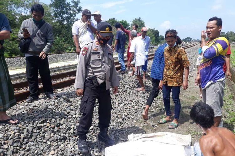 Seorangpejalan kaki tewas tertabrak Kereta Api di perlintasan sebidang di wilayah Desa Mlilir, Kecamatan Gubug, Kabupaten Grobogan, Jawa Tengah, Kamis (11/2/2021).