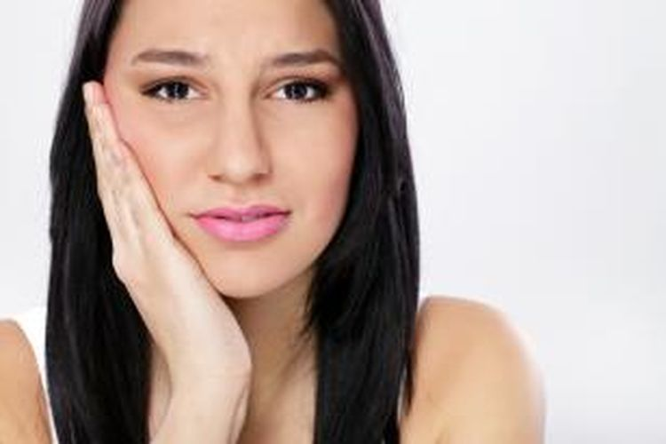 Ini Yang Sebabkan Gigi Terasa Ngilu Saat Minum Air Dingin