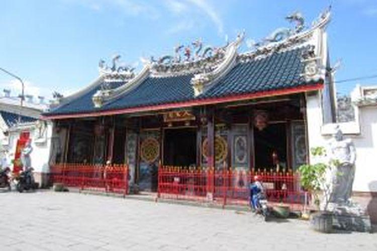 Klenteng Tay Kak Sie terletak di Gang Lombok, di daerah Pecinan Semarang.