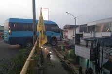 Tabrak Pembatas Jalan, Minibus Hampir Terjun dari Flyover, Setengah Badan Tersangkut