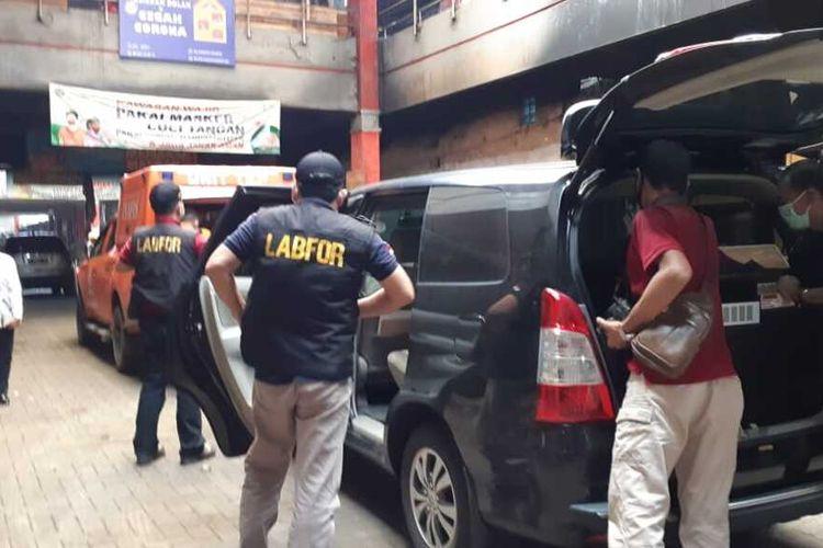 Tim Labfor Polda Jateng melakukan olah TKP di Pasar Wage Purwokerto, Kabupaten Banyumas, Jawa Tengah, Selasa (22/9/2020).