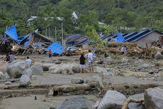 Mensos Serahkan Rp 4,3 Miliar untuk Korban Banjir Sentani