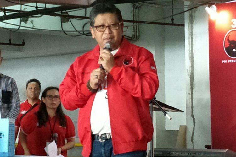 Sekretaris Jenderal PDI-Perjuangan Hasto Kristianto ketika ditemui saat kegiatan DPP PDI-P di Basement Seasons City, Jakarta, Minggu (29/4/2018).
