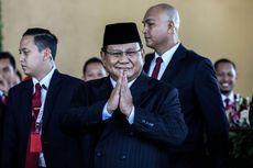 Saat Prabowo Berlari Kecil Hindari Wartawan di DPR...