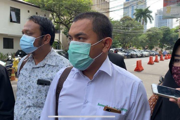 Kuasa hukum Front Pembela Islam (FPI) Aziz Yanuar di Polda Metro Jaya, pada Sabtu (12/12/2020).