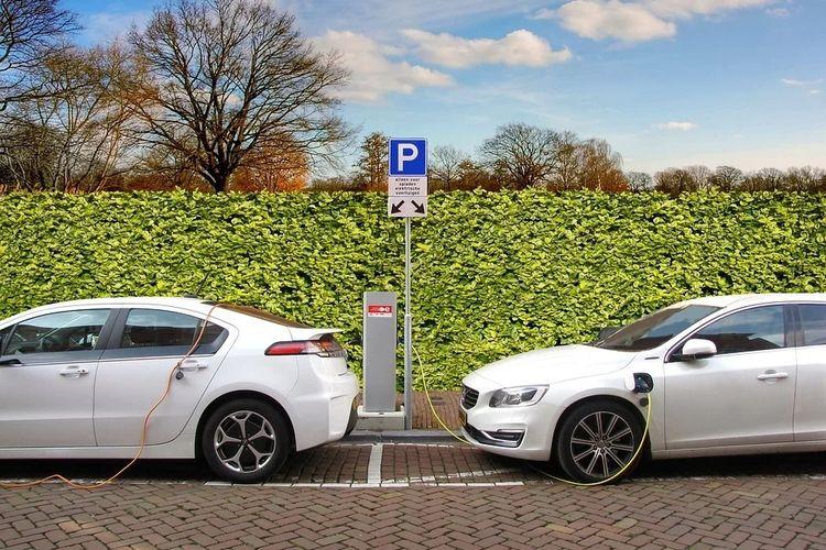 Ilustrasi tempat pengecasan mobil listrik.