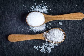 Apa Bedanya Garam Dapur dan Garam Laut? dari Tekstur sampai Proses Pembuatan
