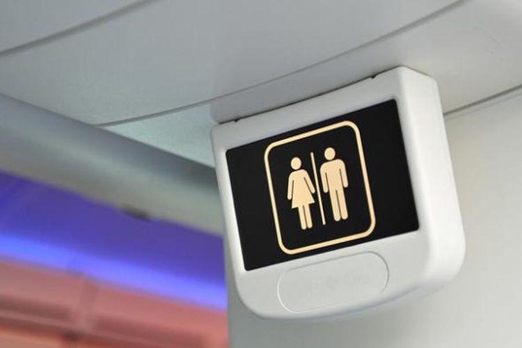 Ilustrasi toilet di dalam pesawat terbang.