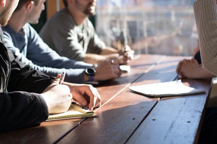 Studi yang dilakukan para peneliti dari Islandia menemukan bahwa pengurangan jam kerja menjadi empat hari per minggu menunjukkan kesejahteraan yang lebih baik pada partisipan mereka, tanpa mengurangi produktivitasnya.