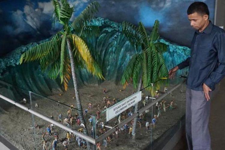 Wisatawan di Museum Tsunami Aceh, Rabu (21/10/2015).