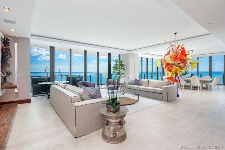 Ruang tamu kondominium baru Lionel Messi di apartemen mewah Regalia di Florida Selatan.
