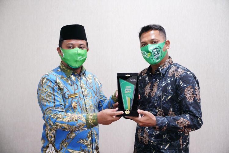 Grab  menjalin kerja sama strategis dengan Pemerintah Kota (Pemkot) Makassar dan Pemerintah Provinsi (Pemprov) Sulawesi Selatan guna mempercepat digitalisasi UMKM di wilayah ini.