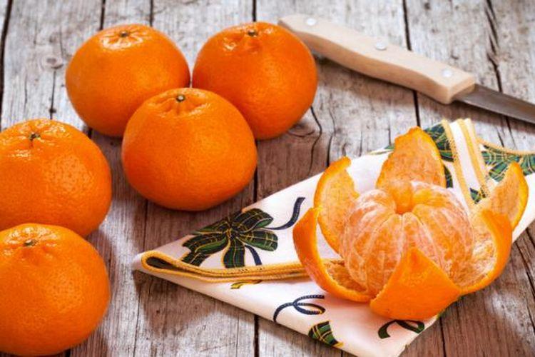 Ilustrasi sumber vitamin C, salah satunya dari jeruk.