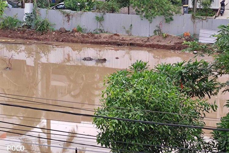 Lokasi pembangunan BTB School di Taman Pluit Putri, Penjaringan, Jakarta Utara terendam banjir akibat hujan deras pada Senin (21/9/2020) malam.