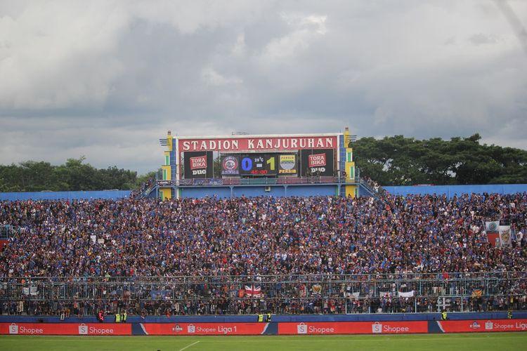 Aremania datang di Stadion Kanjuruhan dalam laga Arema FC vs Persib Bandung, Minggu (8/3/2020).