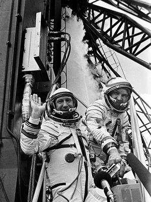 Kedua Kosmonot sebelum pemberangkatan