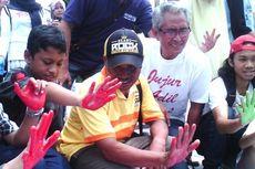 Hari Antikorupsi, Pong Harjatmo Galang 1 Juta Cap Tangan