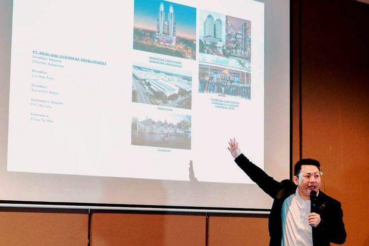 Jonson Lim beberkan tips sukses sebagai broker di Agent Gathering yang digelar Princeton Boutique Living Apartemen di Manhattan Condominium, Kota Medan, Kamis (25/2/2021)