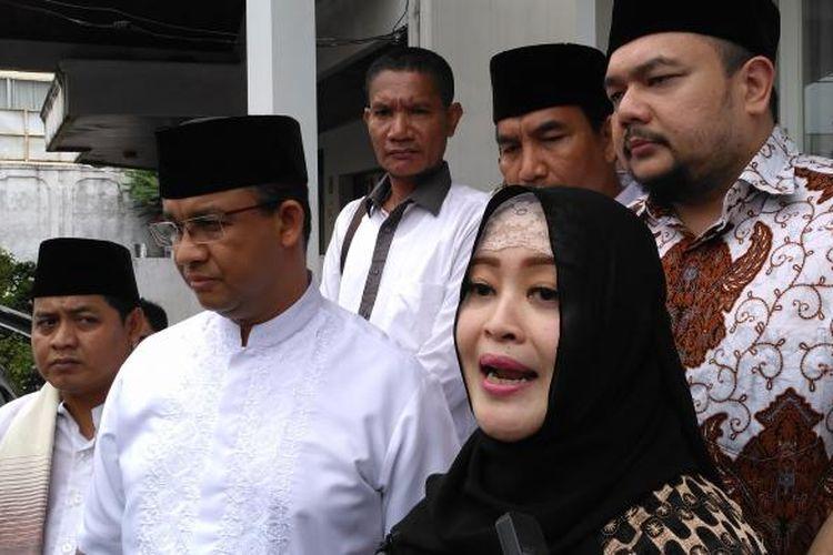 Calon gubernur dan wakil gubernur DKI Jakarta Anies Baswedan dan Sandiaga Uno dapat dukungan dari anggota DPD RI Fahira Idris bersama suami, Aldwin Rahadian yang juga anggota Himpunan Advokat Muda Indonesia pada Sabtu (25/2/2017).