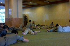 Jam Kerja Diperpendek, PNS DKI Asyik Tidur-tiduran di Mushala