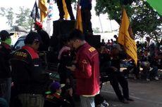 Ratusan Karyawan Dipecat, Buruh Datangi Balai Patriot Kota Bekasi