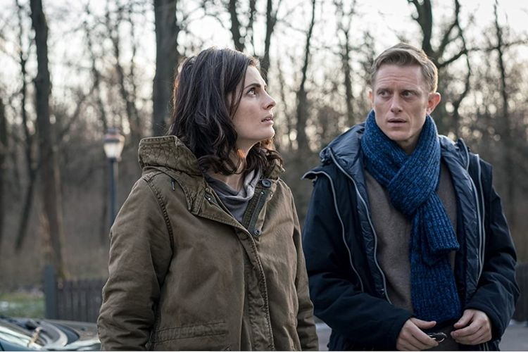 Stana Katic dan Neil Jackson serial drama thriller Absentia (2017).
