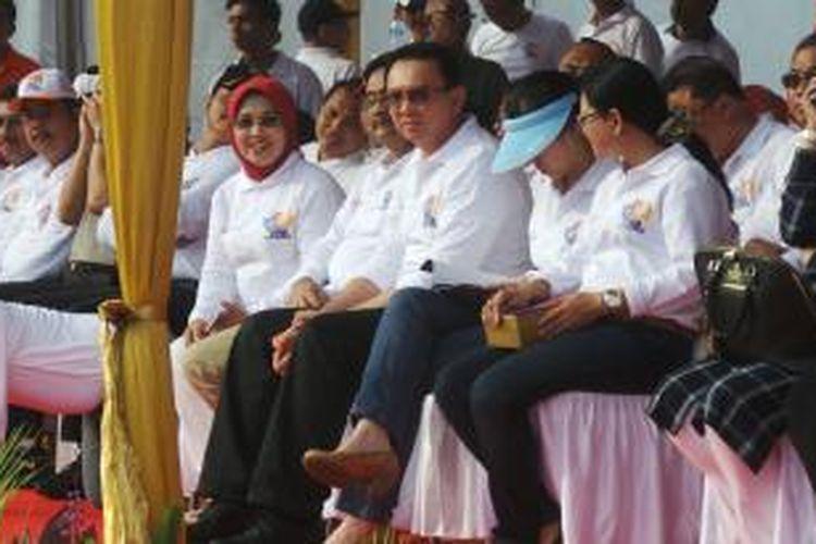 Gubernur DKI Jakarta Basuki Tjahaja Purnama dan Wakilnya Djarot Saiful Hidayat di Monas dalam acara pelepasan Jakarnaval 2015. Minggu (7/6/2015).