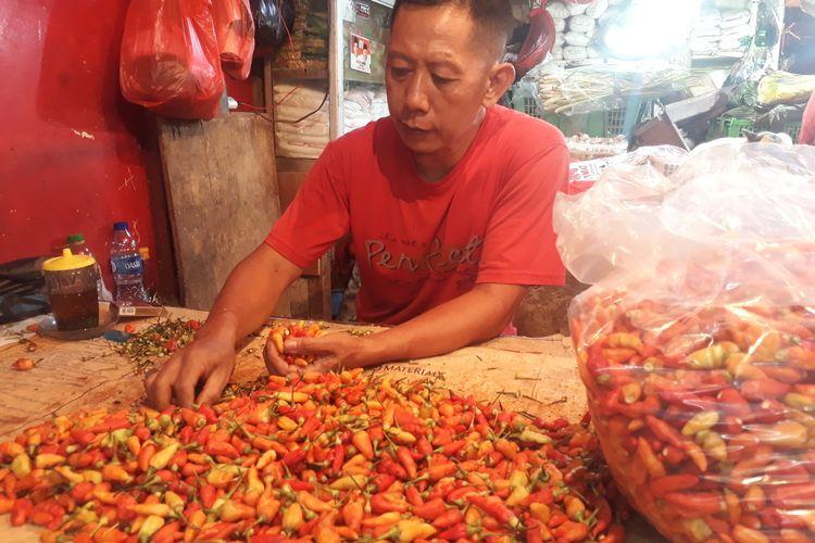 Marwan, salah seorang pedagang cabai di Pasar Pulogadung kepada awak media di Pasar Pulogadung, Jakarta Timur, Rabu (8/1/2020).
