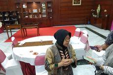 Risma Serahkan Bantuan Gedung Sekolah untuk Korban Gempa di Maluku